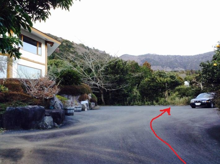 駐車場 矢印.jpg