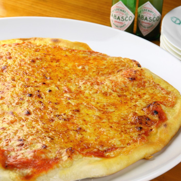夜食はオーナー特製ピザ